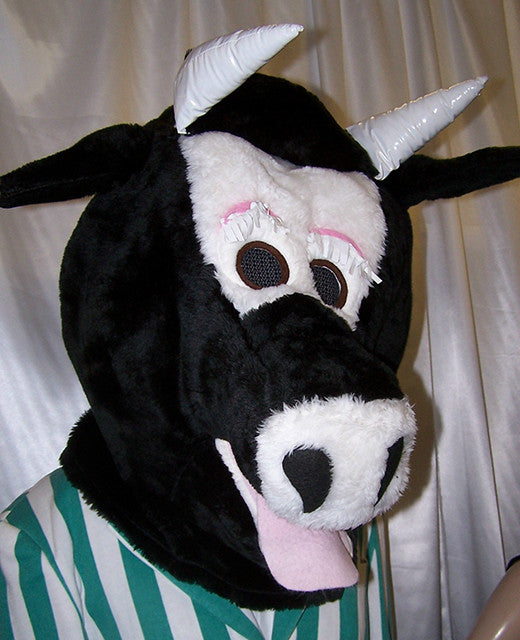 BLACK-AND-WHITE-COW-HEAD-3199.jpg