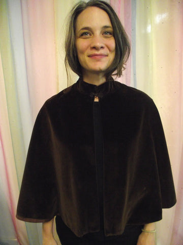 BROWN VELVET SHORT CAPE.