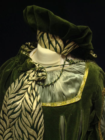 TUDOR OLIVE MAN WITH CAPE AND HAT