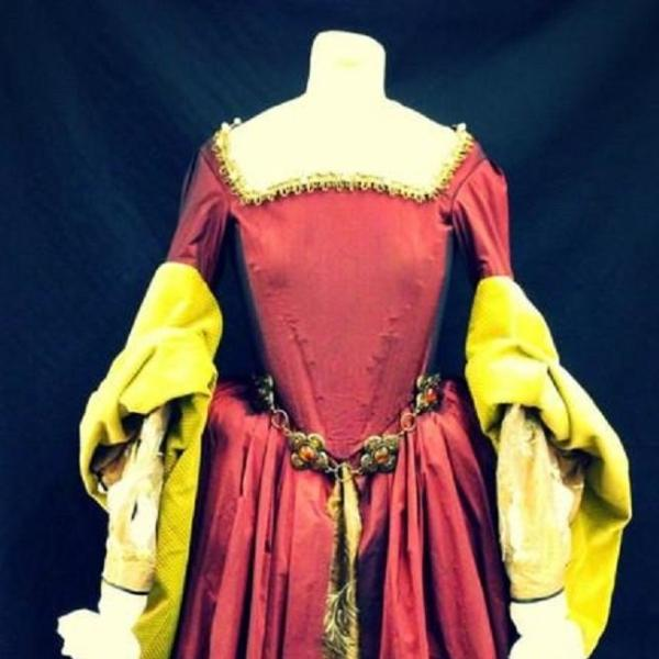 Tudor Lady (Deep Red & Gold)