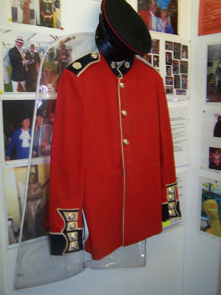 royal-guards-uniform-4439.jpg