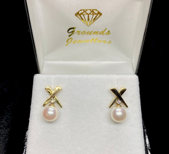 18ct Yellow Gold White Fresh Water Pearl Diamond Stud Earrings