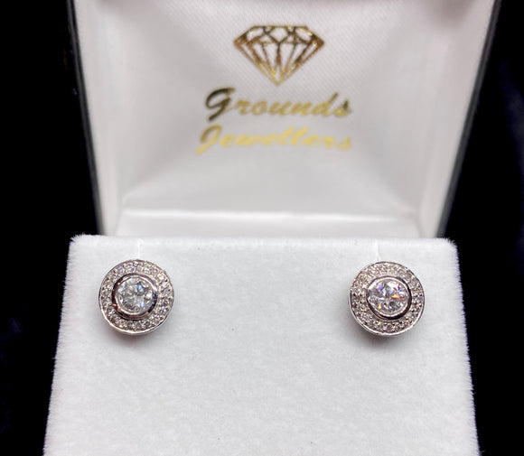 18ct White Gold Brilliant Cut Diamond Halo Stud Earrings