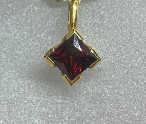 18ct Yellow Gold Red Garnet Pendant