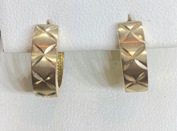 9ct Yellow Gold Diamond Cut Huggie Earrings