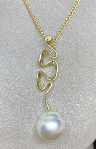 9ct Yellow Gold White South Sea Pearl Wavy Pendant