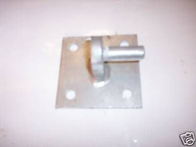 "Galvanised farm gate hook on square plate 16 mm (5/8 "")"