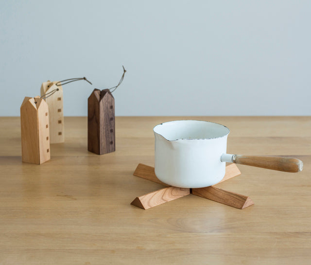 Sunao Lab Wooden Pot Stand