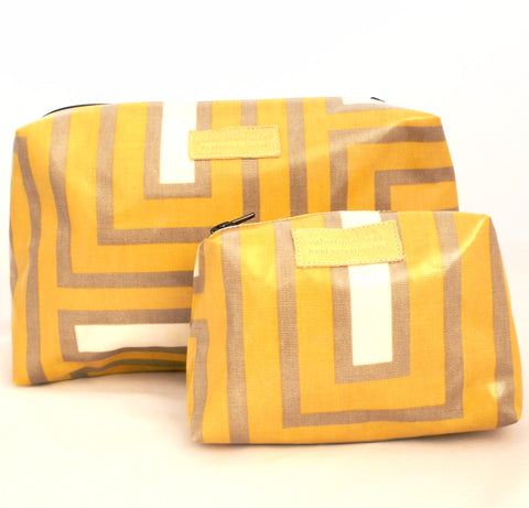 Crazy Maze oilcloth wash bag gift set
