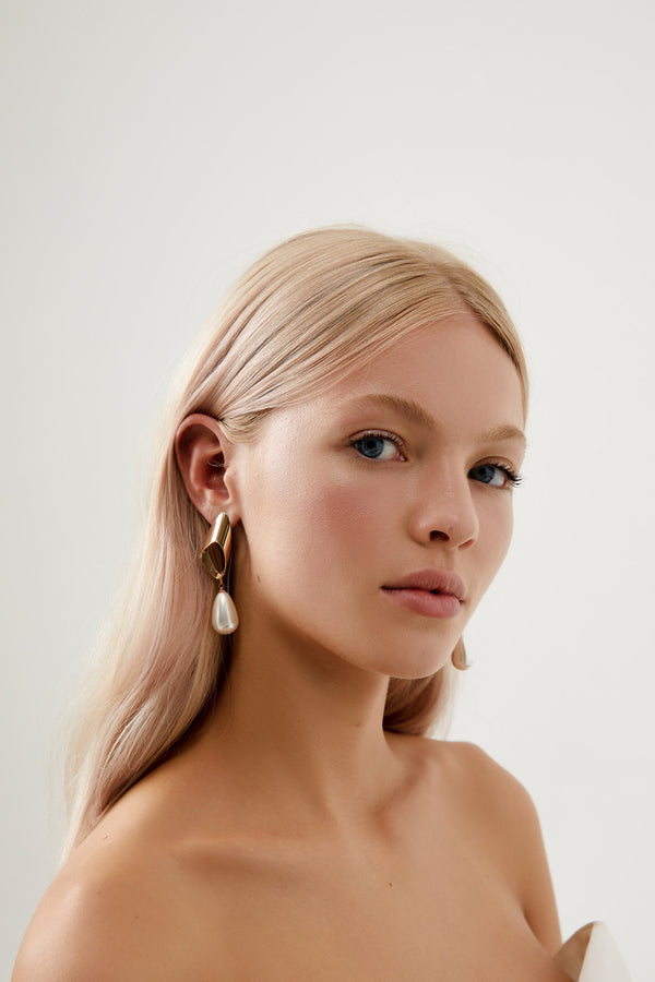 Dangle Earrings for Wedding in Rose Gold by Amelie George Bridal
