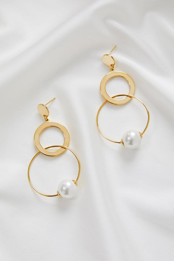 Large pearl bridal earrings, by Amelie George