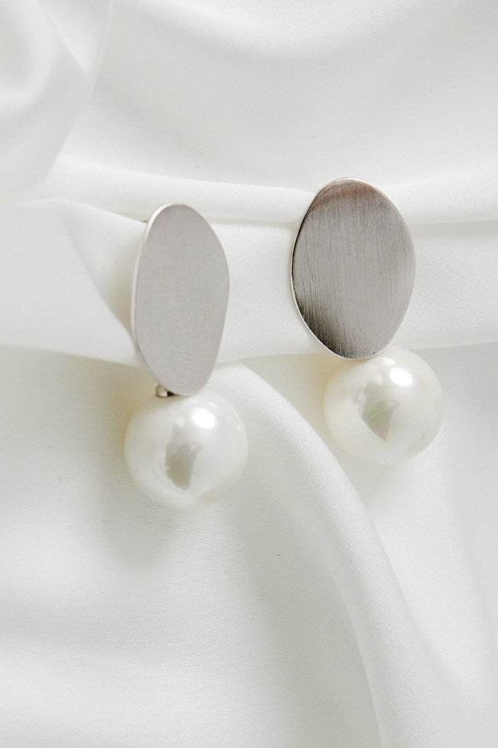 Pearl Dangle Earrings Wedding by Amelie George Bridal White Gold Modern Bridal Jewellery
