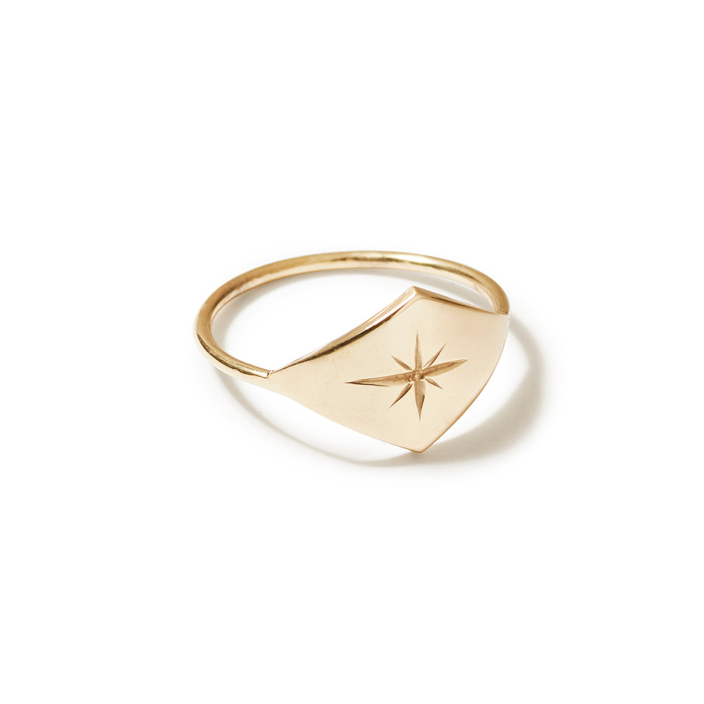 9ct yellow gold star engraved ring