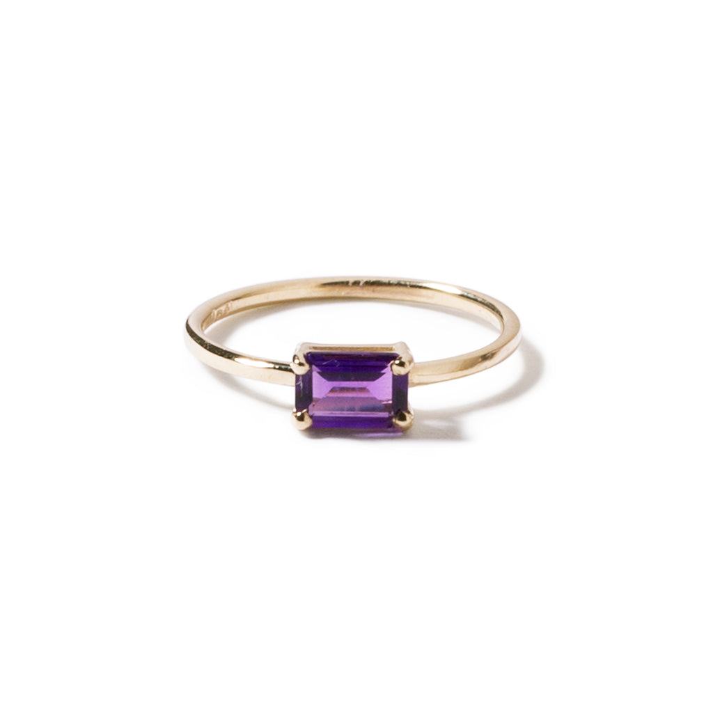 9ct yellow gold luxury emerald cut amethyst ring - horizontal