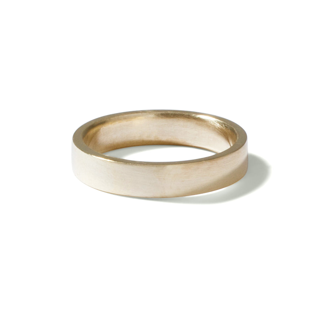 9ct yellow gold gents flat band