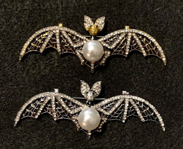 Jewelry - Crystal & Pearl Transylvania Bat