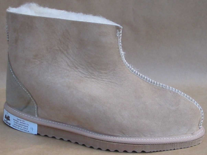 Style: Snug. Classic ugg with ankle support.  Colour Natural. Unisex sizes