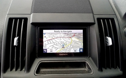 garmin sat nav installed into a freelander 2 by turnbulls