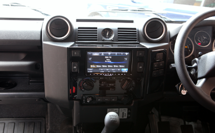 Alpine INE-W987D Double DIN in Landrover Defender