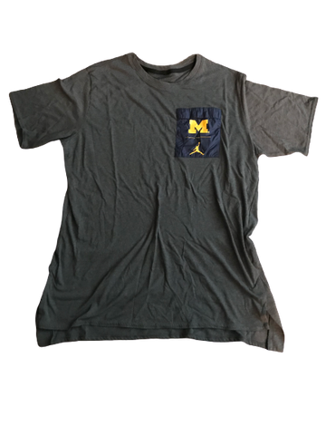 Shea Patterson Michigan Team Issued Jordan Travel T-Shirt (Size XL)