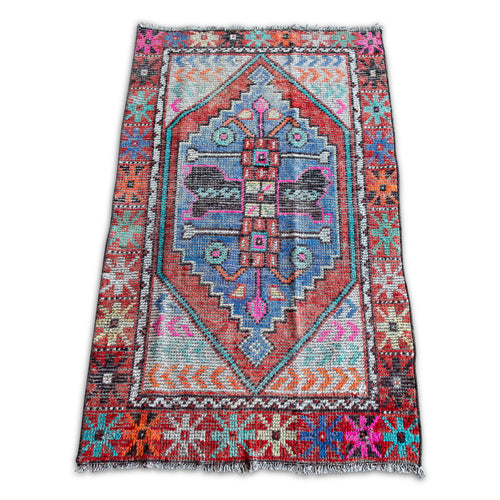 Liv Vintage Throw Rug 2.6' x 4.5'