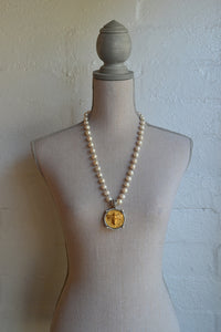 Canard Miel Medallian Necklace with Pearls