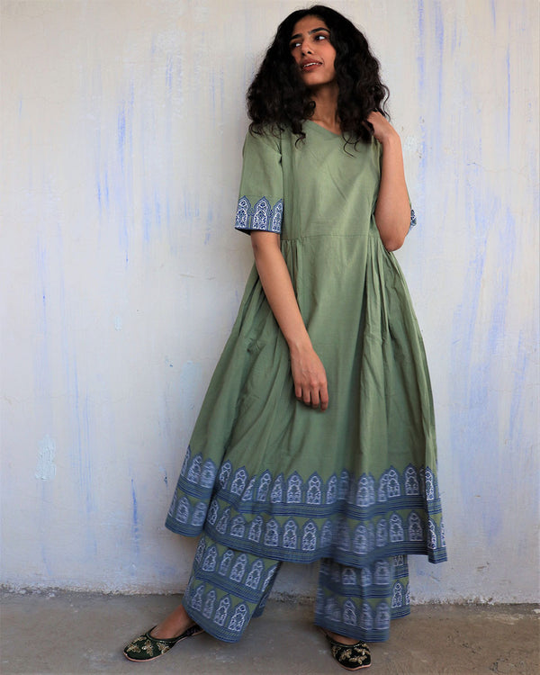 Green Block Printed Cotton Kurta Set Of 2 -Easy