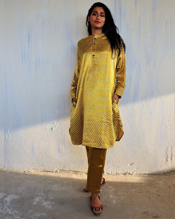 YELLOW BLACKPRINTED MASHRU KURTI SET OF 2