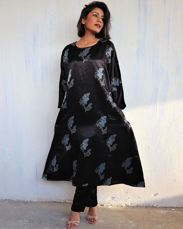 BLACK BLACKPRINTED MASHRU KURTI SET OF 2