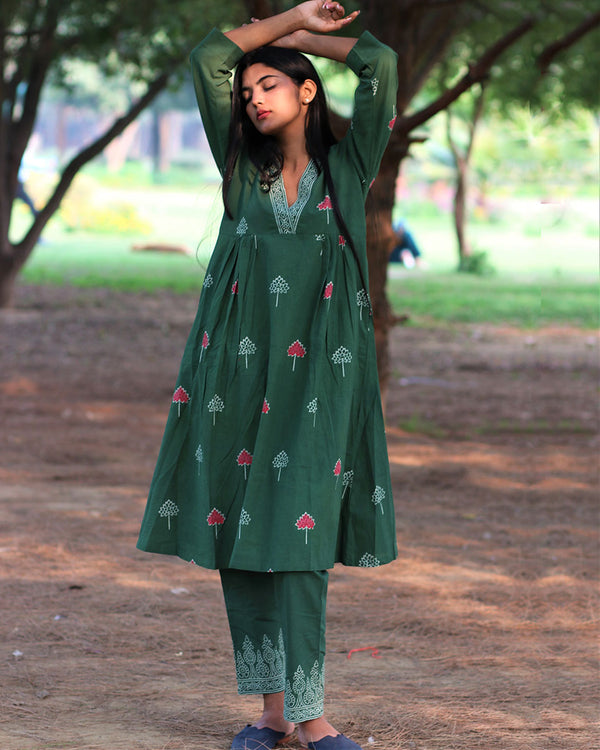 Green Handprinted Pure Cotton Kurti Set of 2 - Slow