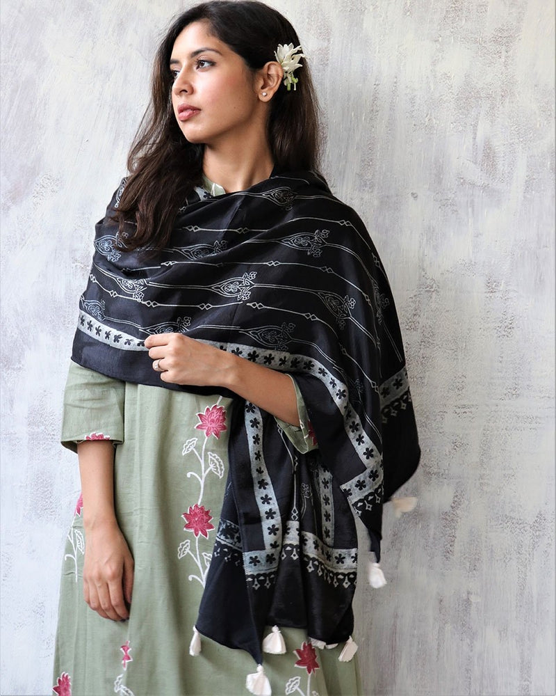 BLACK BLOCKPRINTED MASHRU SILK STOLE