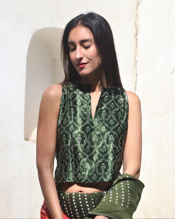 GREEN SLEEVELESS BLOCKPRINT MASHRU CROP TOP BLOUSE