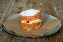 Load image into Gallery viewer, Victoria sponge cake