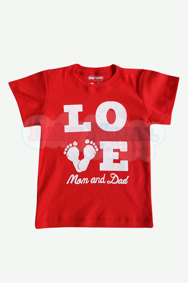 Playera Kids. Piesitos Love mom and dad