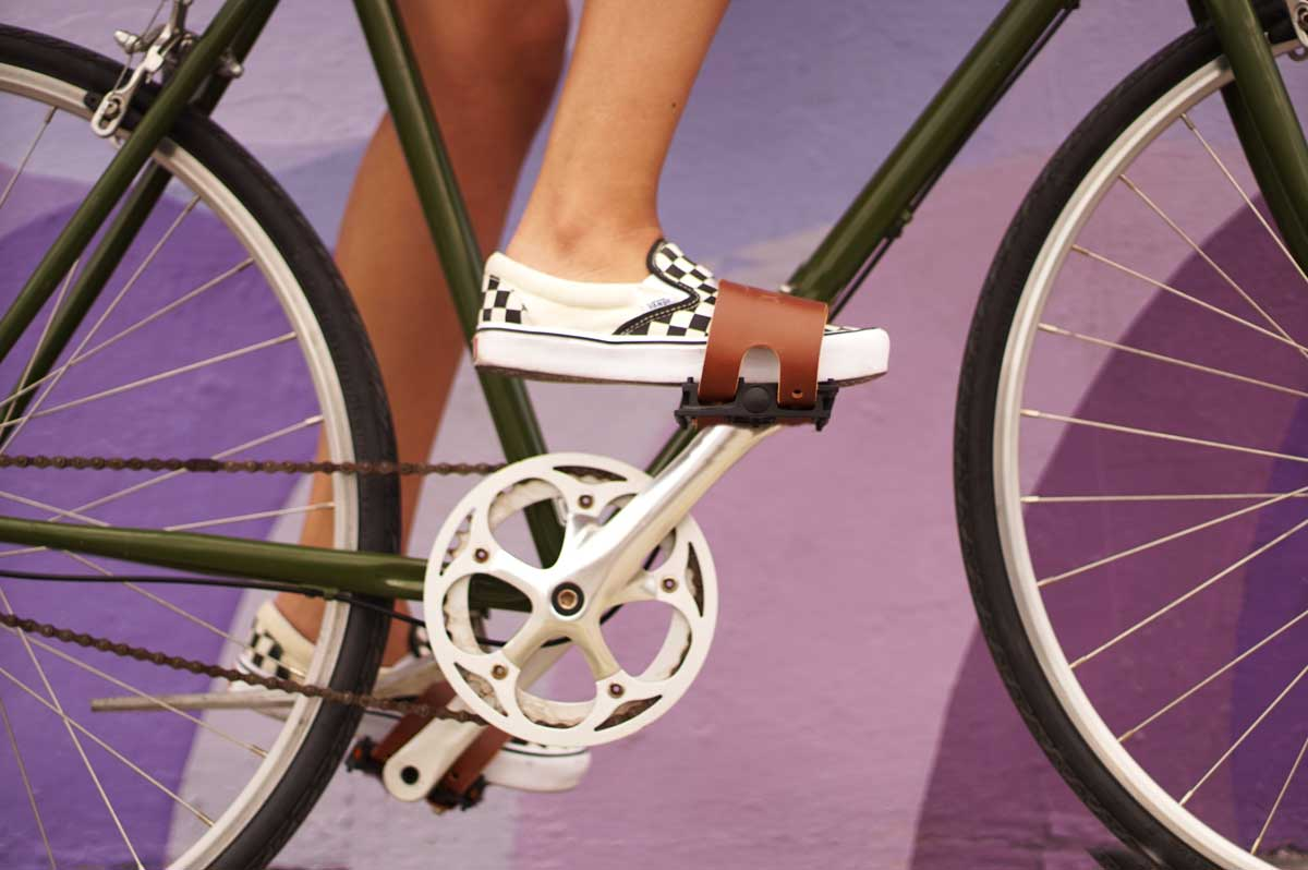 Details about  /REG Toe Strap Buttons With Screws Black Vintage Bicycle For Toe Straps NOS