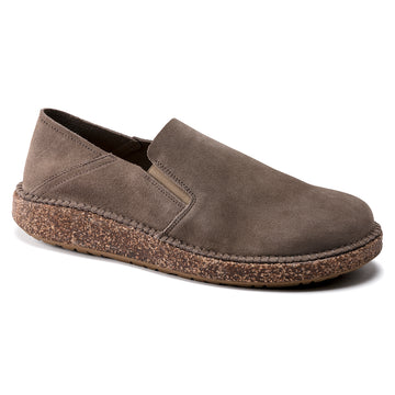 Quarter view Men's Birkenstock Footwear style name Callan Regular in color Gray Taupe Suede. Sku: 1020103