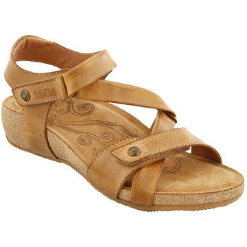 Quarter view Women's Taos Footwear style name Universe Wide in color Camel. Sku: UNV-1340CMLW