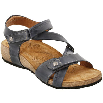 Quarter view Women's Taos Footwear style name Universe Wide in color Navy. Sku: UNV-1340NVYW