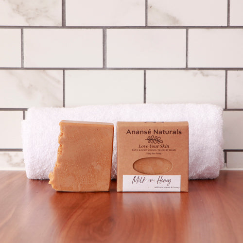 This soothing handmade soap has been crafted with ground oats, real cream, and locally sourced honey and beeswax to calm the skin and lift your spirits. Popular with both men and women, this soap bar is suitable for all skin types. Its beautifully delicate scent contains notes of milk and honey.