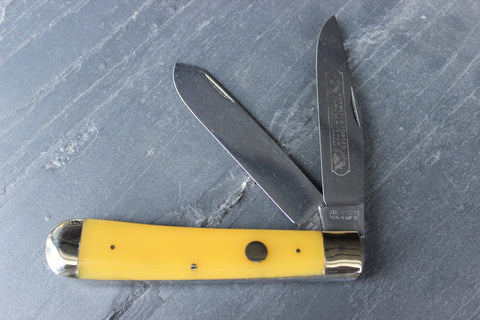 Vintage Large Trapper Pattern with Yellow Plastic Handles with Straight Line Markings