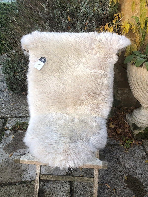 Icelandic Sheepskin Rug - Shaved - Off White  / Oyster