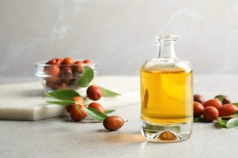 Can Natural Oil Give You Longer, Thicker Lashes?Jojoba Oil Benefits