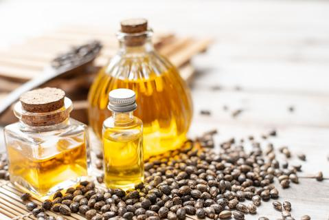 Can Natural Oil Give You Longer, Thicker Lashes? Castor Oil Benefits
