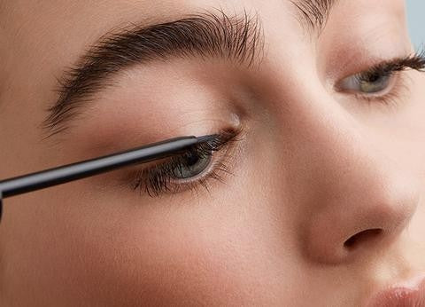 Essential Habits for Gorgeous and Natural-Looking Eyelashes - Applying Serum.