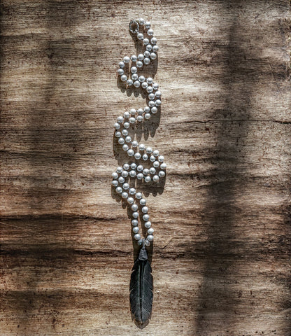 GREY PEARL FEATHER NECKLACE