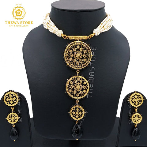 Thewa art jewellery 3 Piece Round Floral Necklace with Latkan earrings - ThewaStore