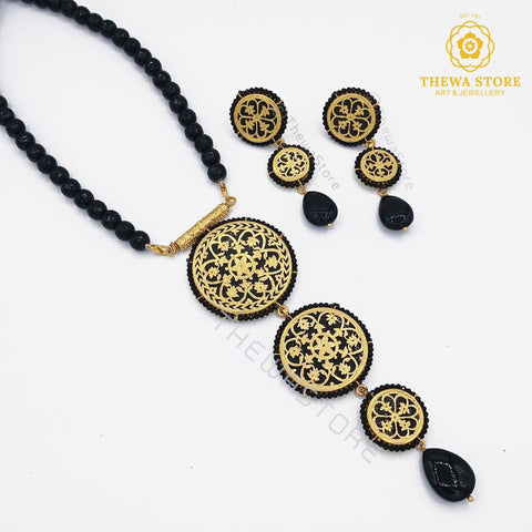 Thewa art jewellery 3 Piece Round Floral Necklace with Latkan earrings Necklace ThewaStore