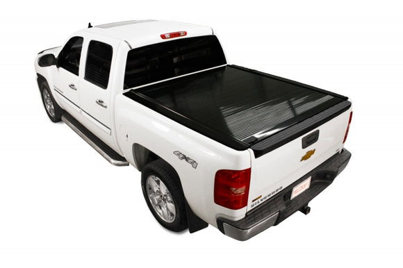 RetraxONE Tonneau Cover | Chevy/GMC 6.5' Bed 14-up **Wide RETRAX Rail** | 10472-AutoAccessoriesGuru.com