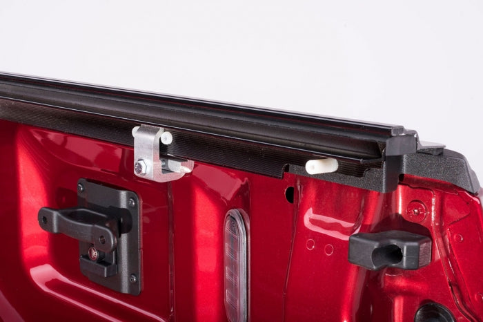 Retrax-10471-RetraxONE Tonneau Cover | Chevy/GMC 5.8' Bed 14-up **Wide RETRAX Rail** | 10471-AutoAccessoriesGuru.com