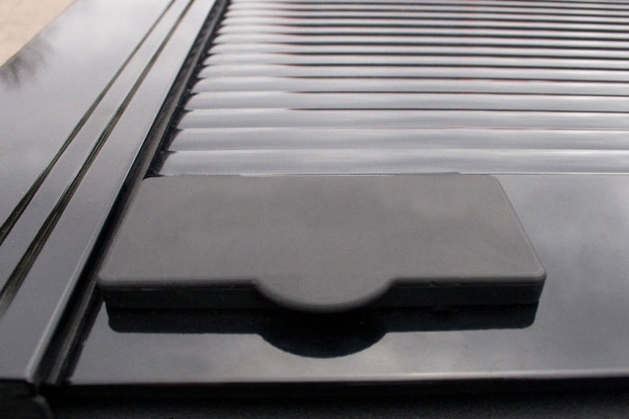 Retrax-10741-RetraxONE Tonneau Cover | Titan Crew Cab 4-doors 04-up (w/ or w/o Utilitrack) | 10741-AutoAccessoriesGuru.com
